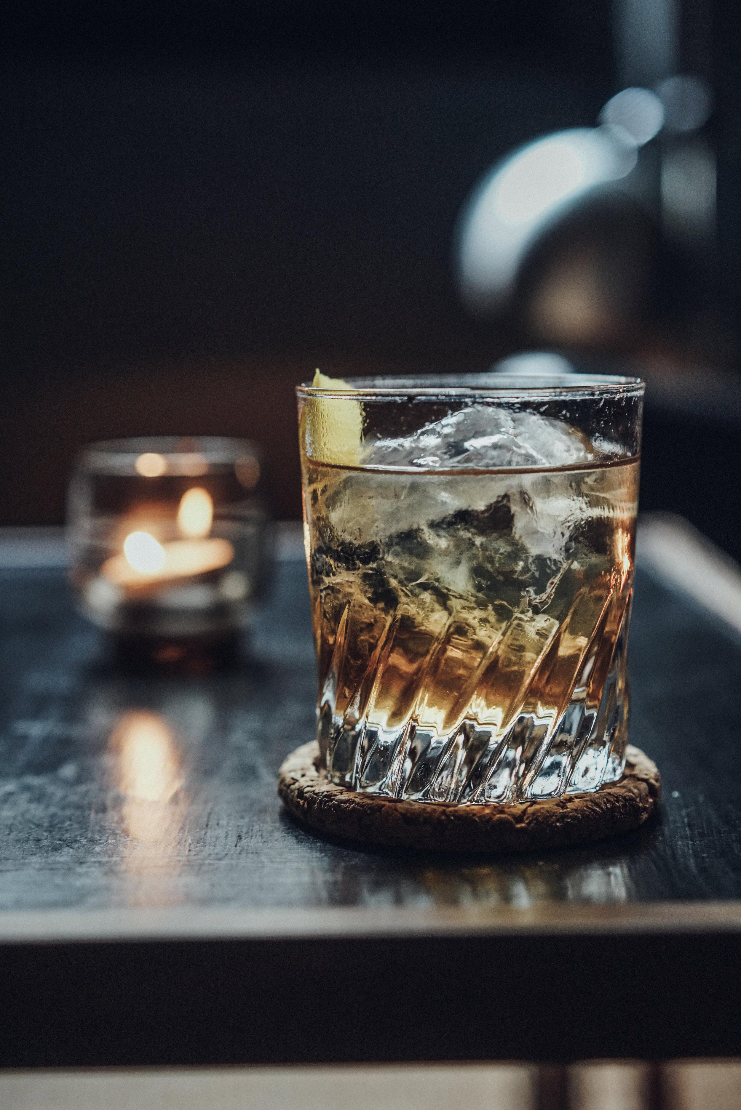 Kasper Riewe Henriksen making a cocktail step 5