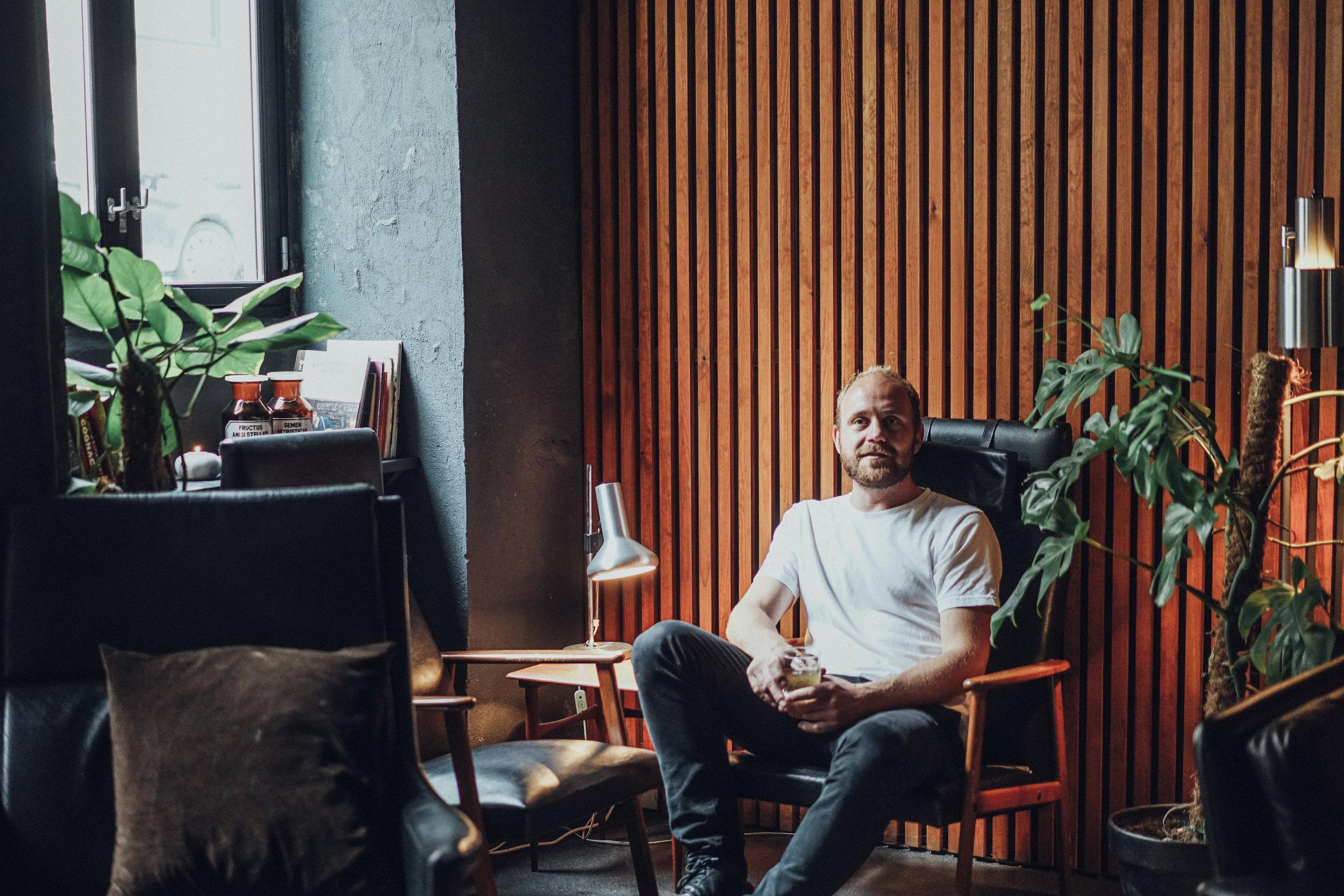 Kasper Riewe Henriksen sitting