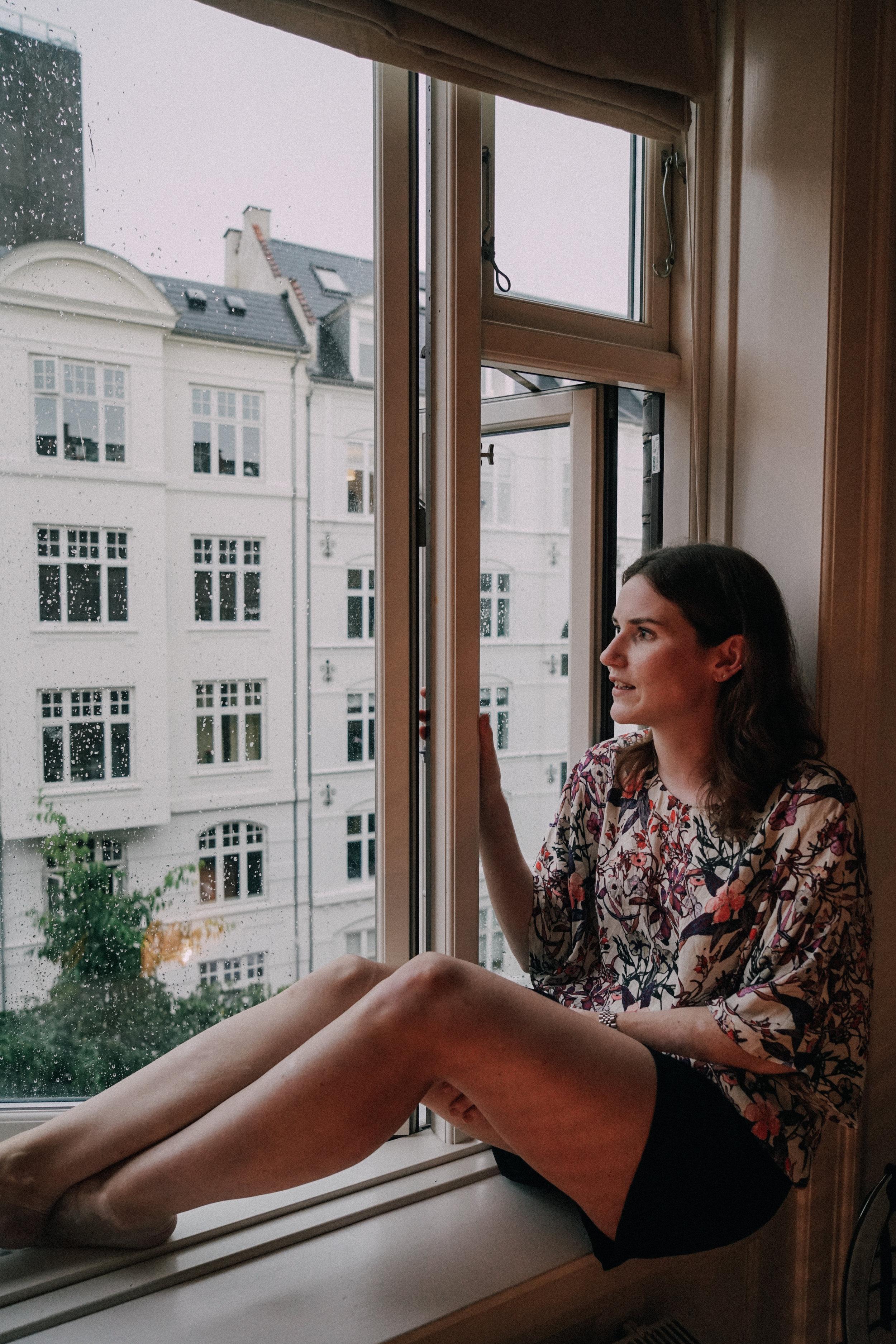 Alexandra Raben looking at the rain