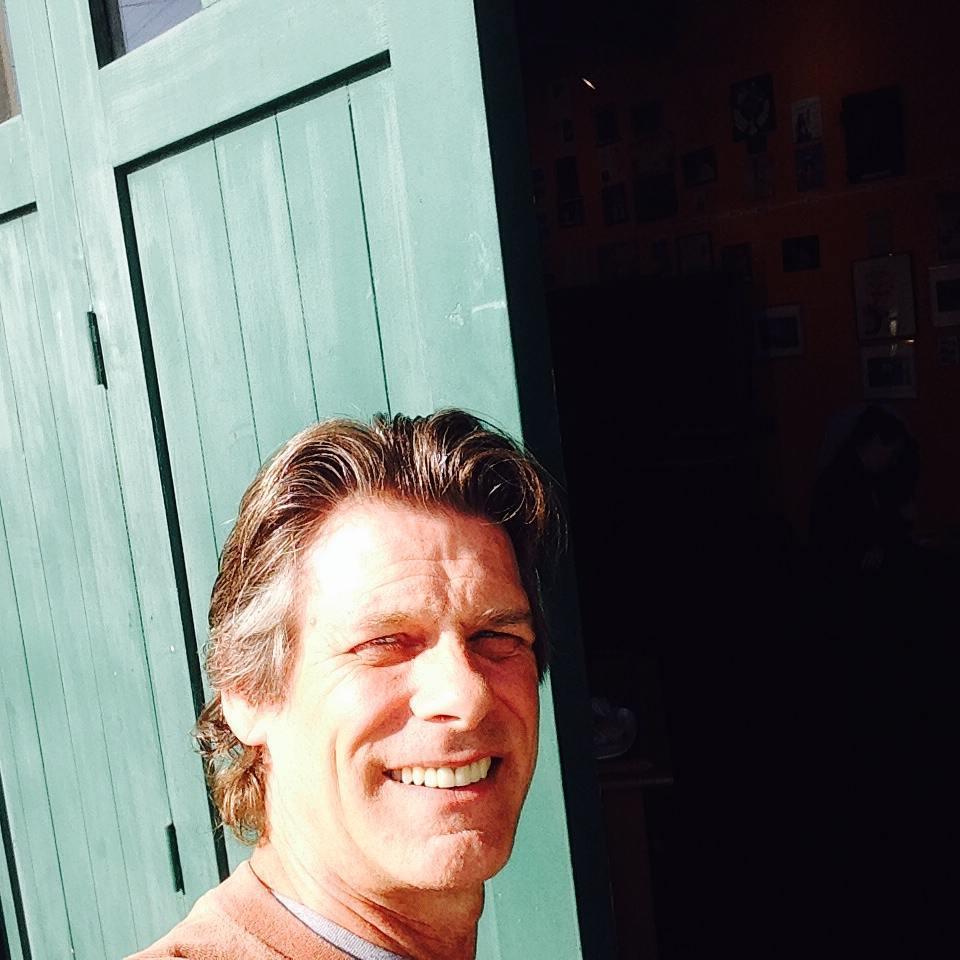 1 PM - Jay McAdams, our Executive Director, just arrived! His work is all over town as well as inside our carriage doors.Jay McAdams, nuestro Director Ejecutivo, acaba de llegar! Trabaja por toda parte de la ciudad además de por dentro de nuestras puertas rodantes