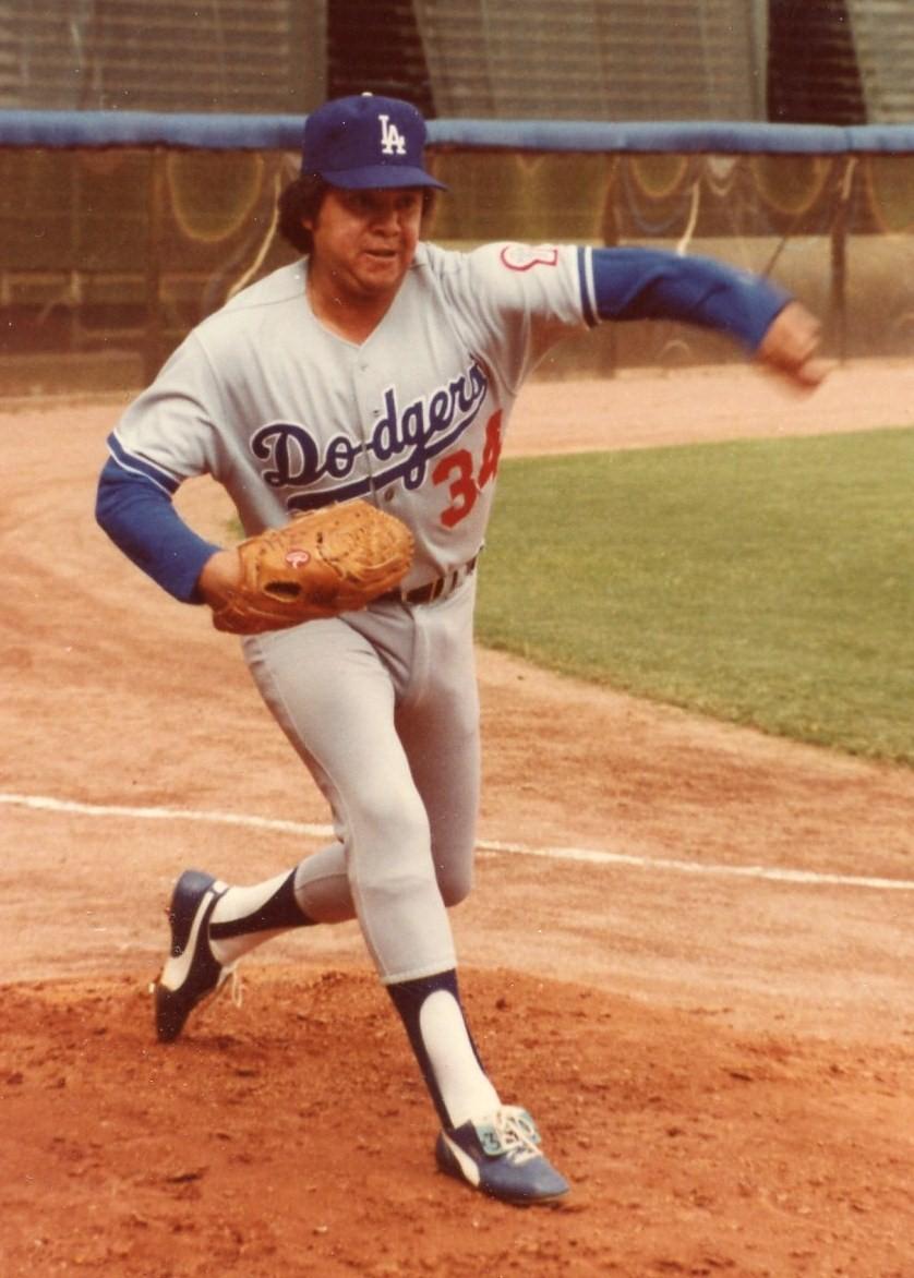 Opening Day at Dodger Stadium /Día de Estrenos en el Estadio de los Dodgers - By /Por Tomás Benítez