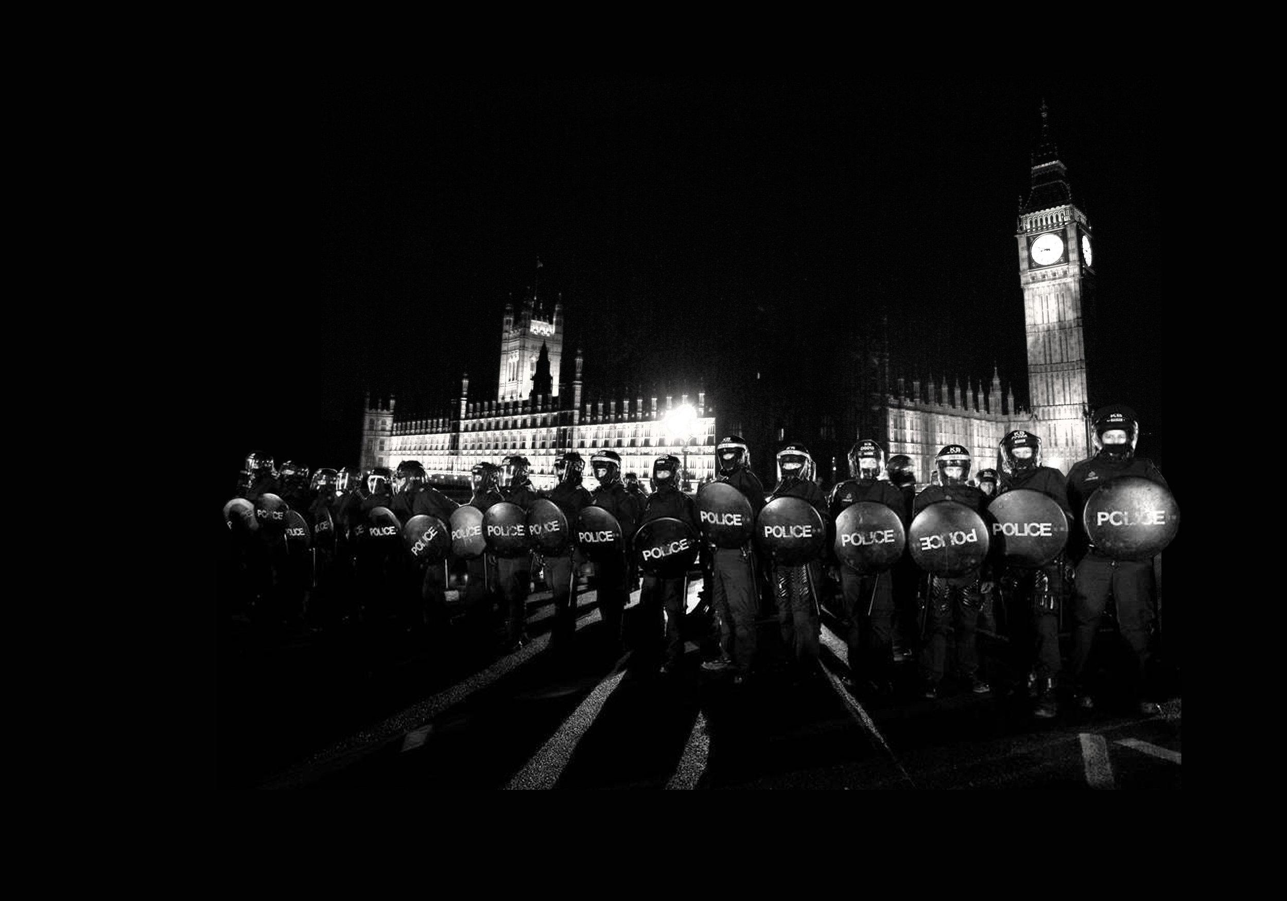 london bridge black  copy.jpg