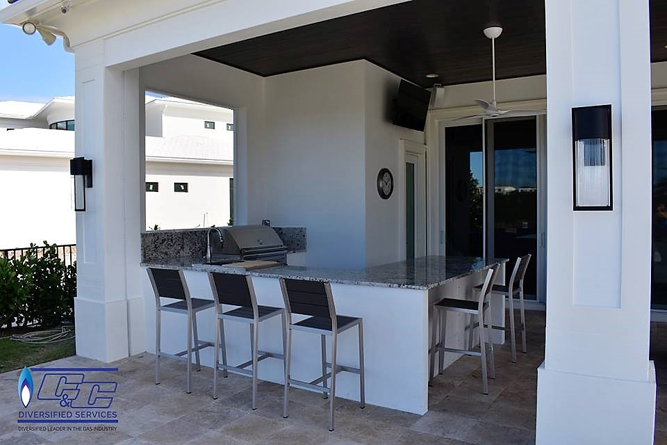 Custom Build U-Shape with One Level Countertop & Seating