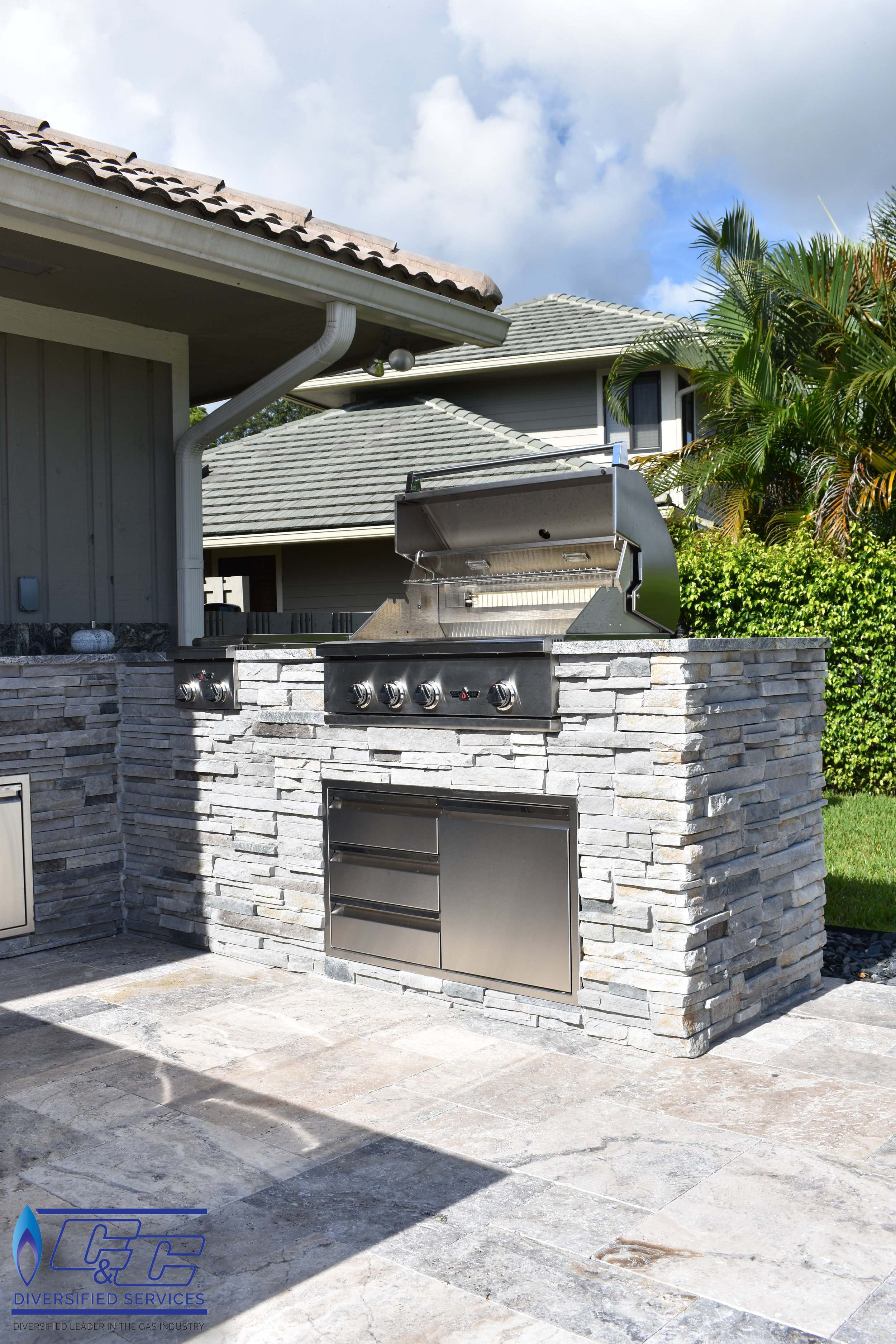 """32"""" Delta Heat Gas Grill with Infrared Rotisserie and Sear Zone"""