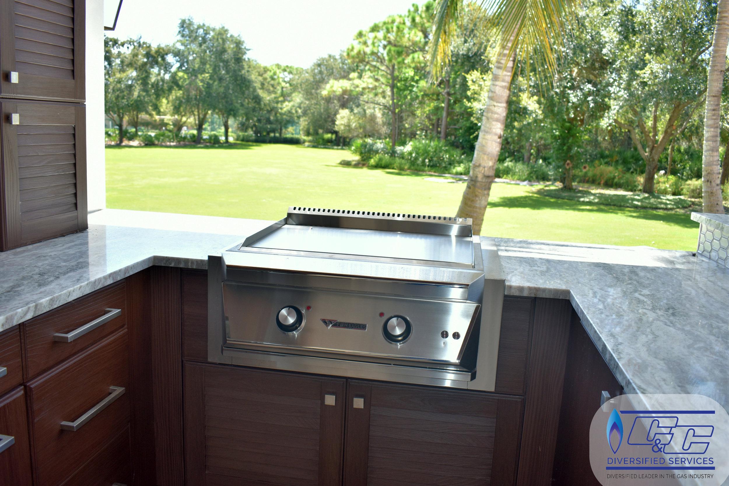 "NatureKast Weatherproof Cabinetry - 30"" Twin Eagles Teppanyaki Grill"