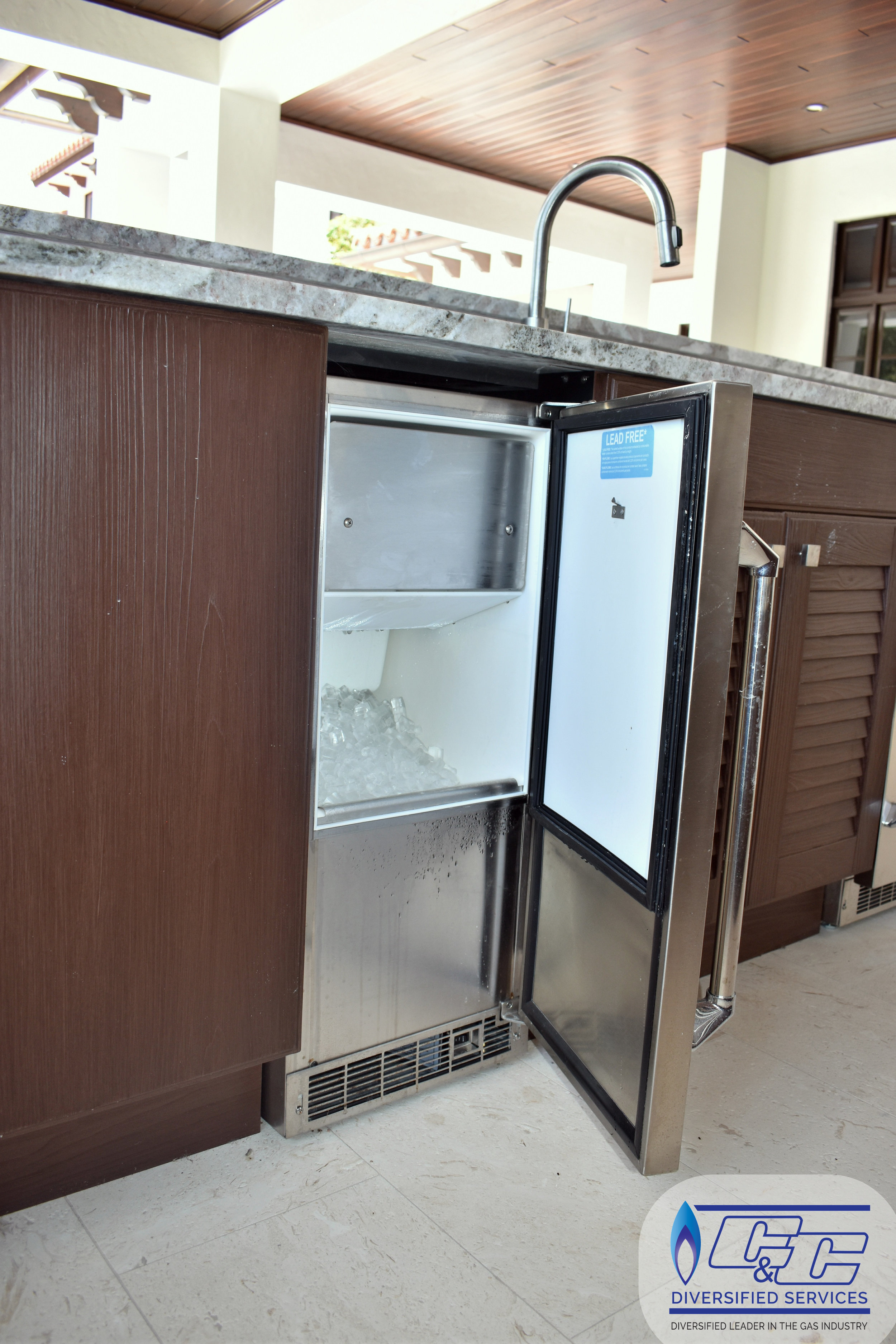 NatureKast Weatherproof Cabinetry - Twin Eagles Ice Maker