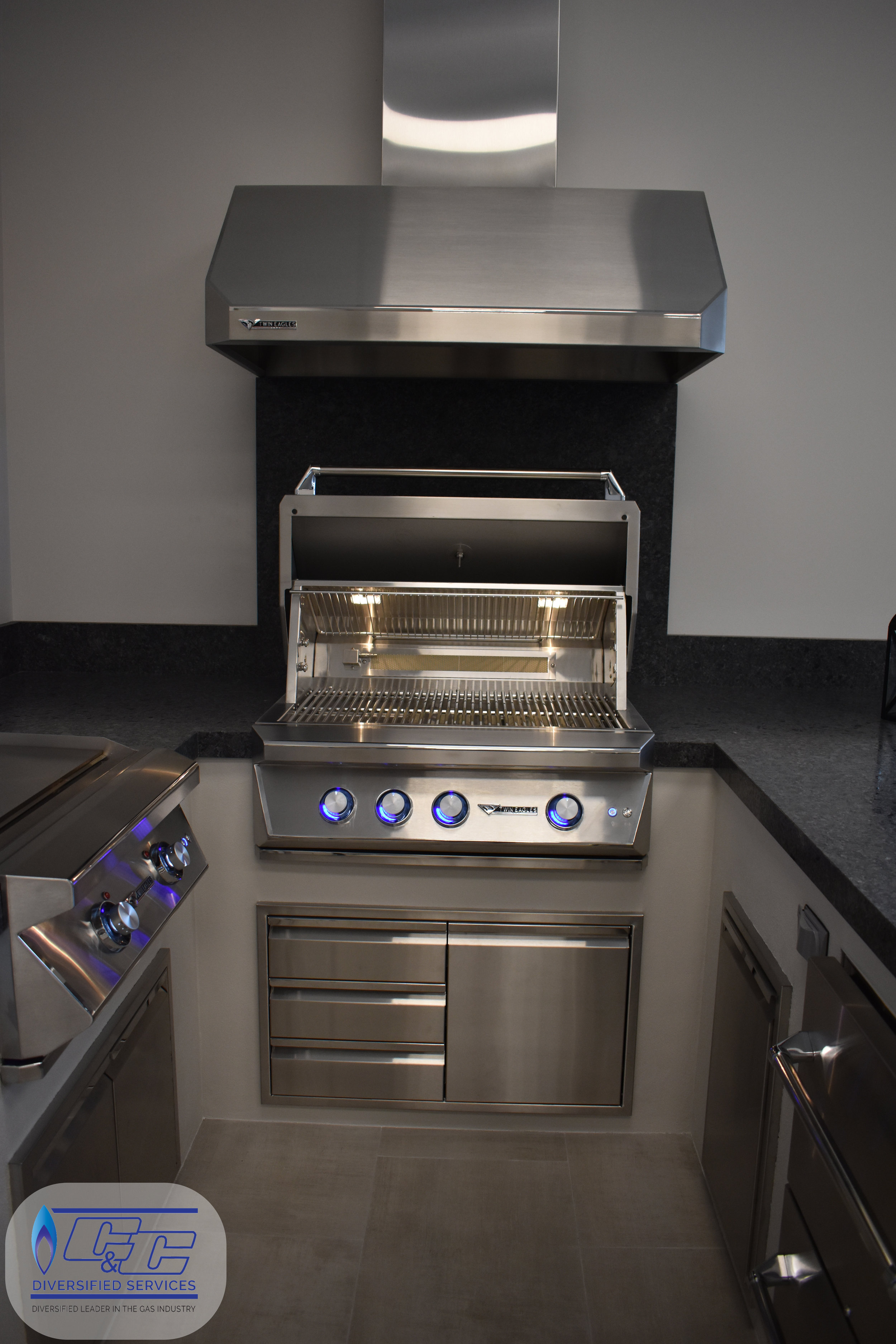 "36"" Twin Eagles Gas Grill with Infrared Rotisserie and Sear Zone, 48"" Twin Eagles Vent Hood, 30"