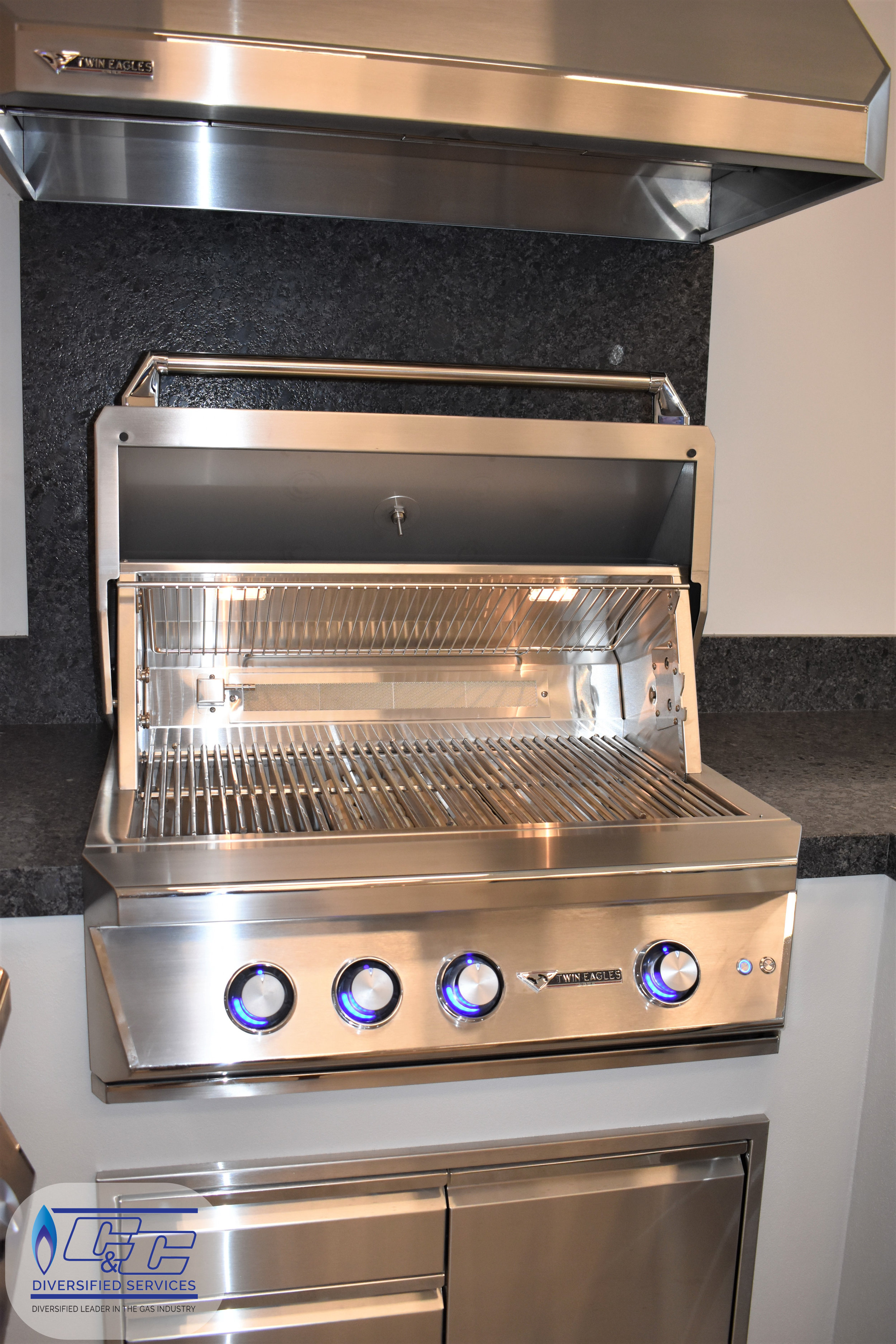 "36"" Twin Eagles Gas Grill with Infrared Rotisserie and Sear Zone, 36"" Twin Eagles 3-Drawer-Door Combo"