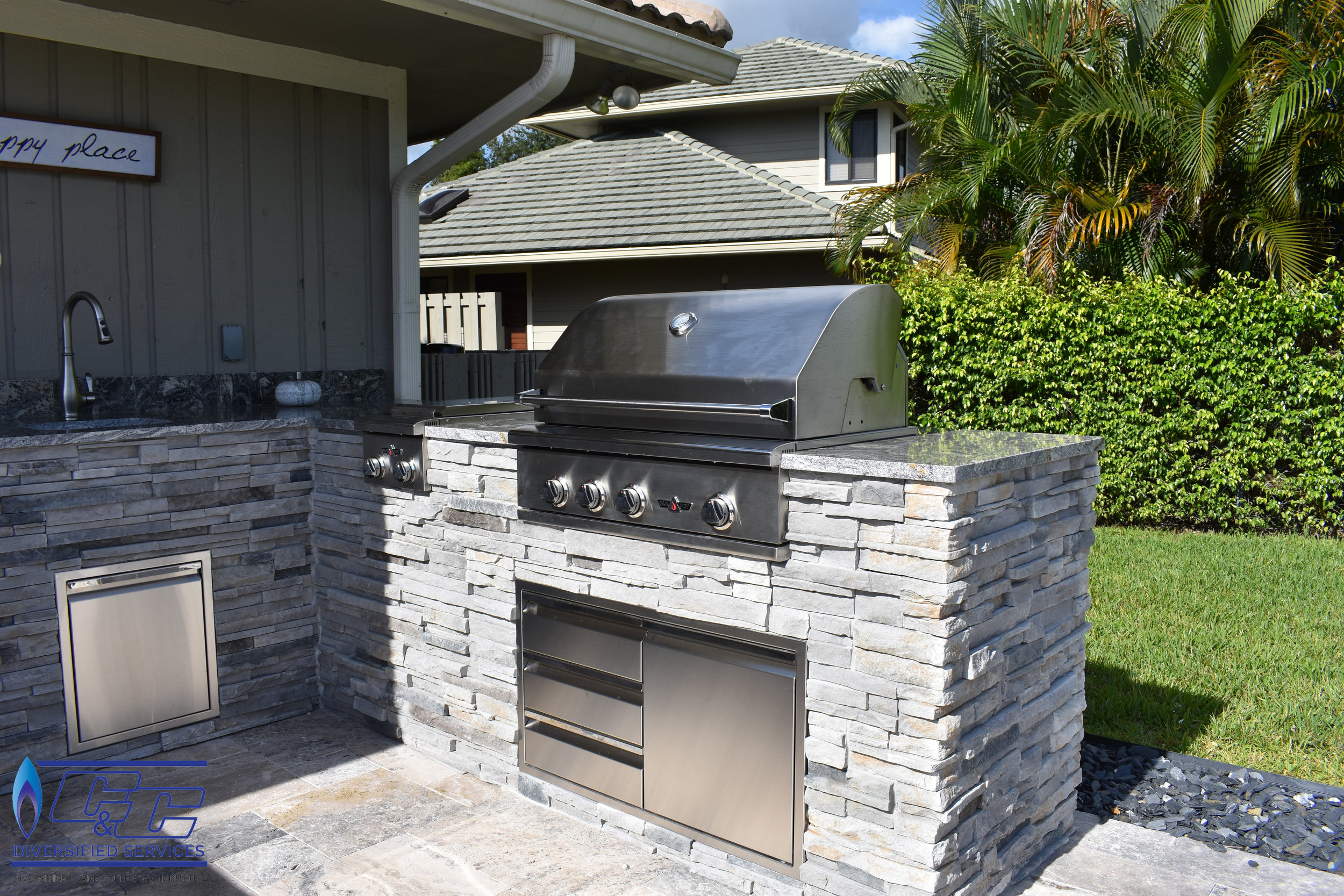 "32"" Delta Heat Gas Grill with Infrared Rotisserie and Sear Zone"