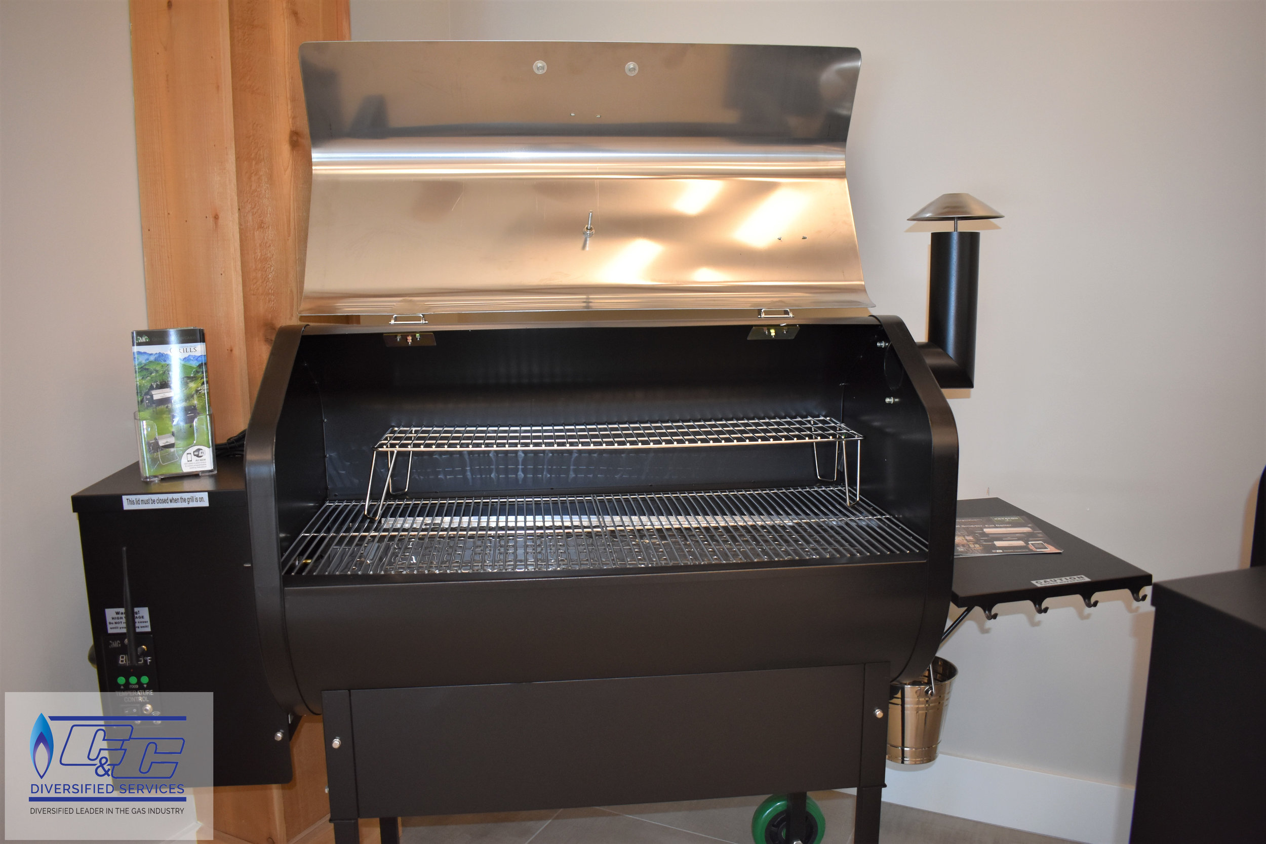 """Green Mountain Jim Bowie 51x70"""" Pellet Grill w/ WIFI – Stainless"""