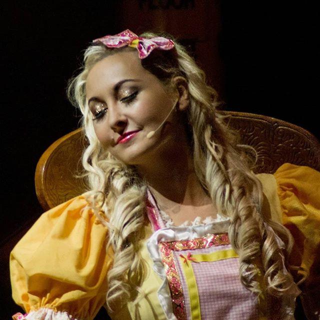 "Dreaming of those Summer Days⠀ Is it Panto yet !!!! ⠀ Getting excited 👱♀️+🐻🐻🐻⠀ #BeautyandtheBeast  #BeautyandtheBeastpanto #Limetreetheatre⠀ #dance ""#musicaltheatre #limerick #irishactor #limerickarts #christmasinlimerick #limerickpantosociety ""#theatre #pantomime #schooldays #backtoschool #goldilocksandthethreebears #goldilocks"