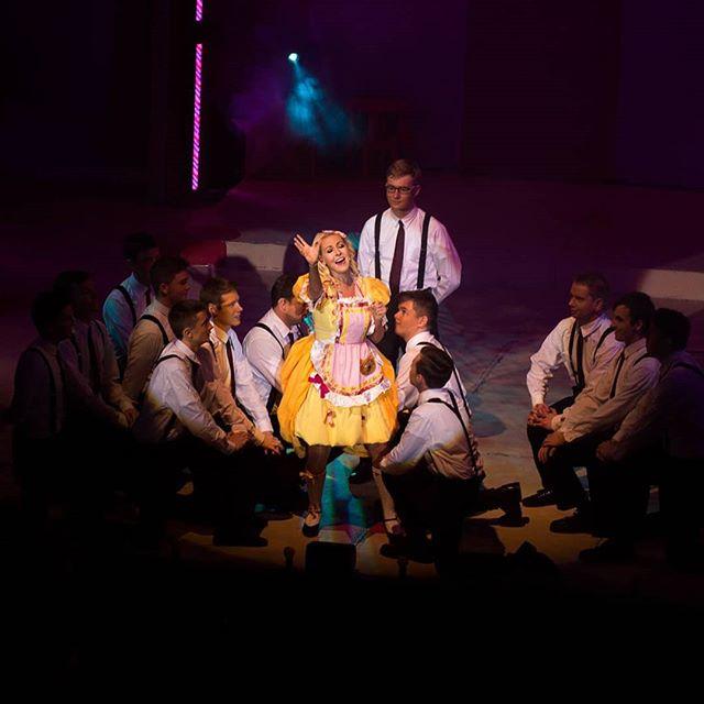 "🎭👸🏻🤴🎶🎼 Unpopular Opinion: DON'T RAIN ON MY PARADE should be sang every 5 minutes🙃  #BeautyandtheBeast  #BeautyandtheBeastlimerick #BeautyandtheBeastpanto #Limetreetheatre #dance ""#musicaltheatre #limerick #irishactor #limerickarts #christmasinlimerick #limerickpantosociety ""#theatre #pantomime #schooldays #backtoschool #goldilocksandthethreebears #goldilocks"