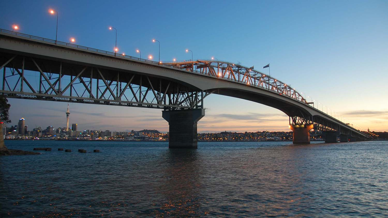 Auckland_Harbour_Bridge_Sunset.jpg