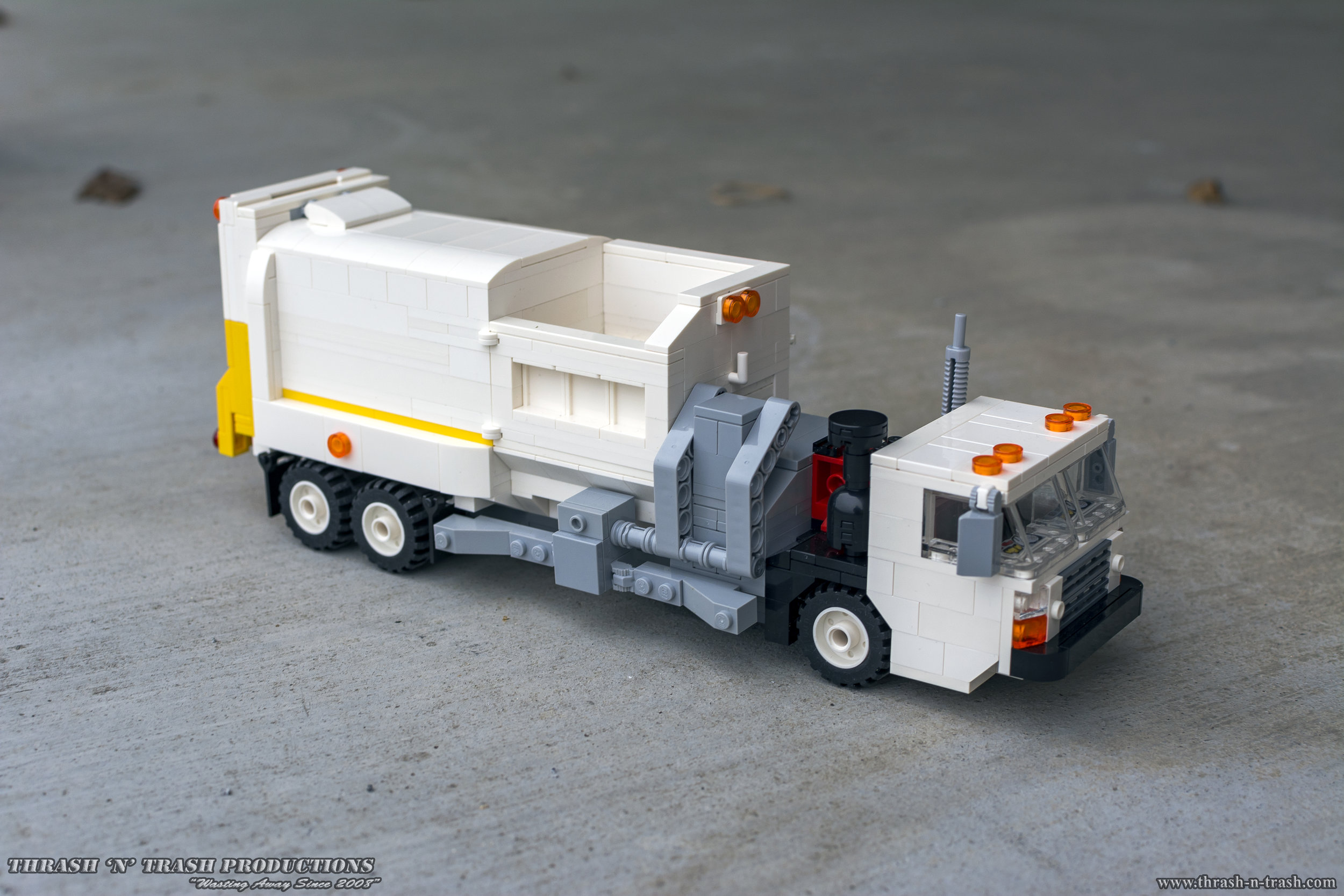 First Gear Freightliner Cab /& Chassis 1:34 Garbage Truck,Trash,Sanitation,Refuse