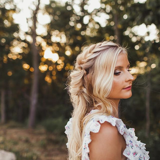 We've been enjoying a hot, sunny summer here in southern Ontario and it leaves the prettiest golden light at dusk! • • • • #hairfashionandbridal #behindthechair #beyondtheponytail #saloncentric #ittakesapro #modernsalon #bohostyle #boho #dahair #blonde #braids #goldenhour #beautylaunchpad