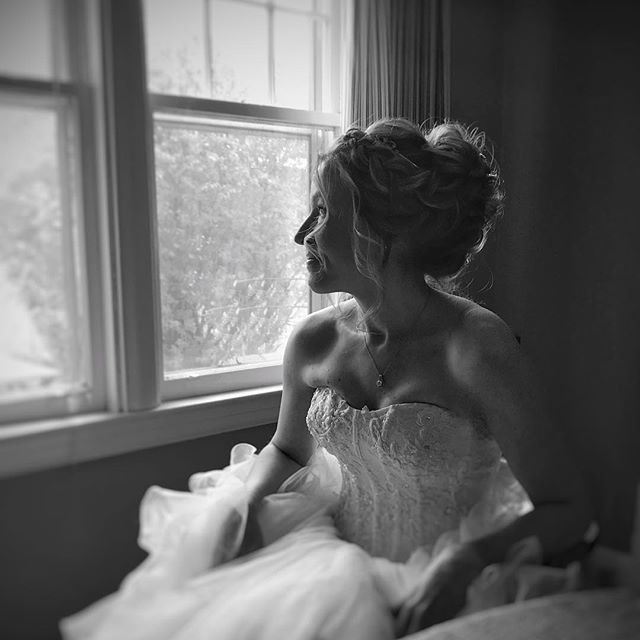 🎶 I'm dreaming of a white Christmas 🎶❄️🎄 seriously though, I'm so ready for snow! I think I'm one of the 10 people in Canada that actually likes the snow 😂 • • • • • #hairfashionandbridal #winter #snow #bride
