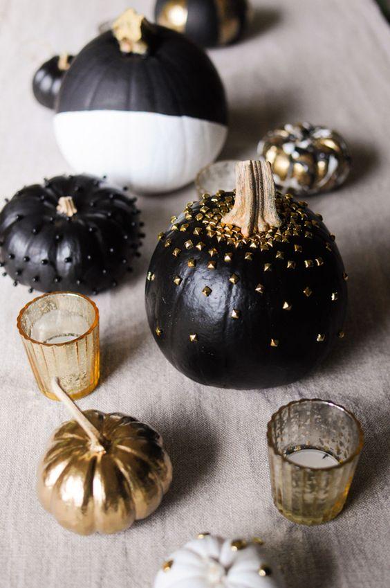 Calabazas pintadas de negro con toques dorados