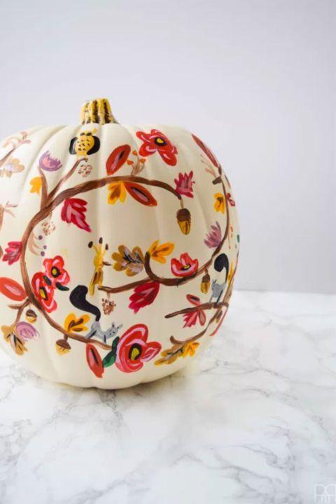 Calabaza pintada con gran detalle