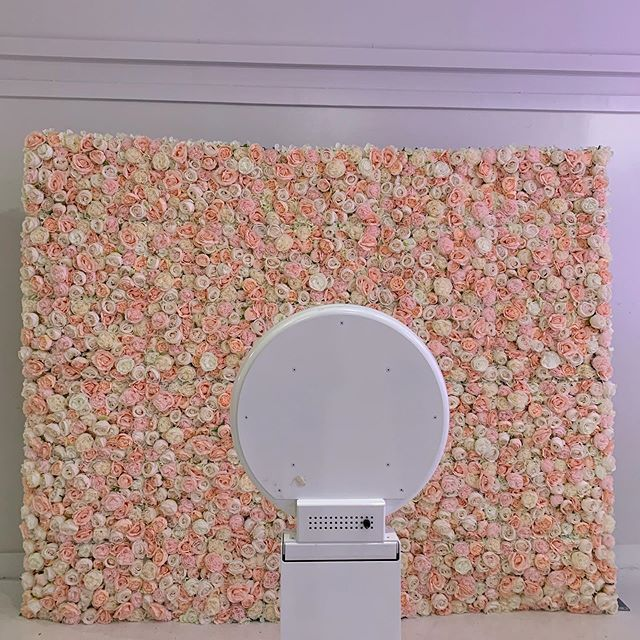Ready for Memorial Day. Who's ready? 🗣Thanks @dfwflowerwall for the flower wall. #photography #memorial #flowerwall #dfw #dfwflowerwall #thesocialproduction #photobooth #gifbooth