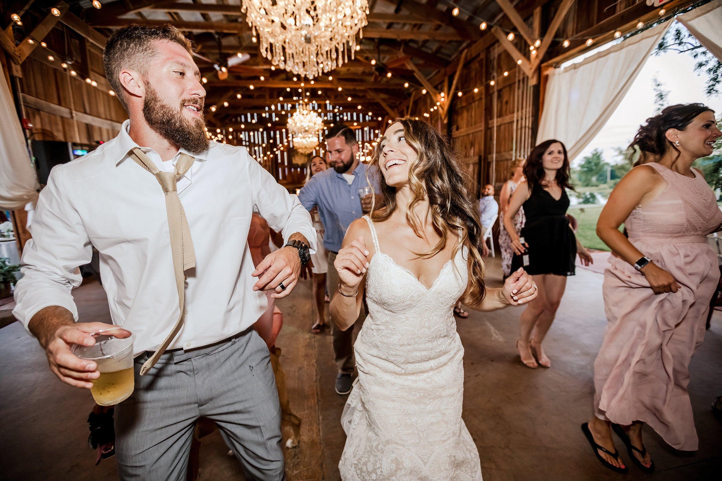 Gilbertsville-Farmhouse-Wedding-Photographer_0006.jpg