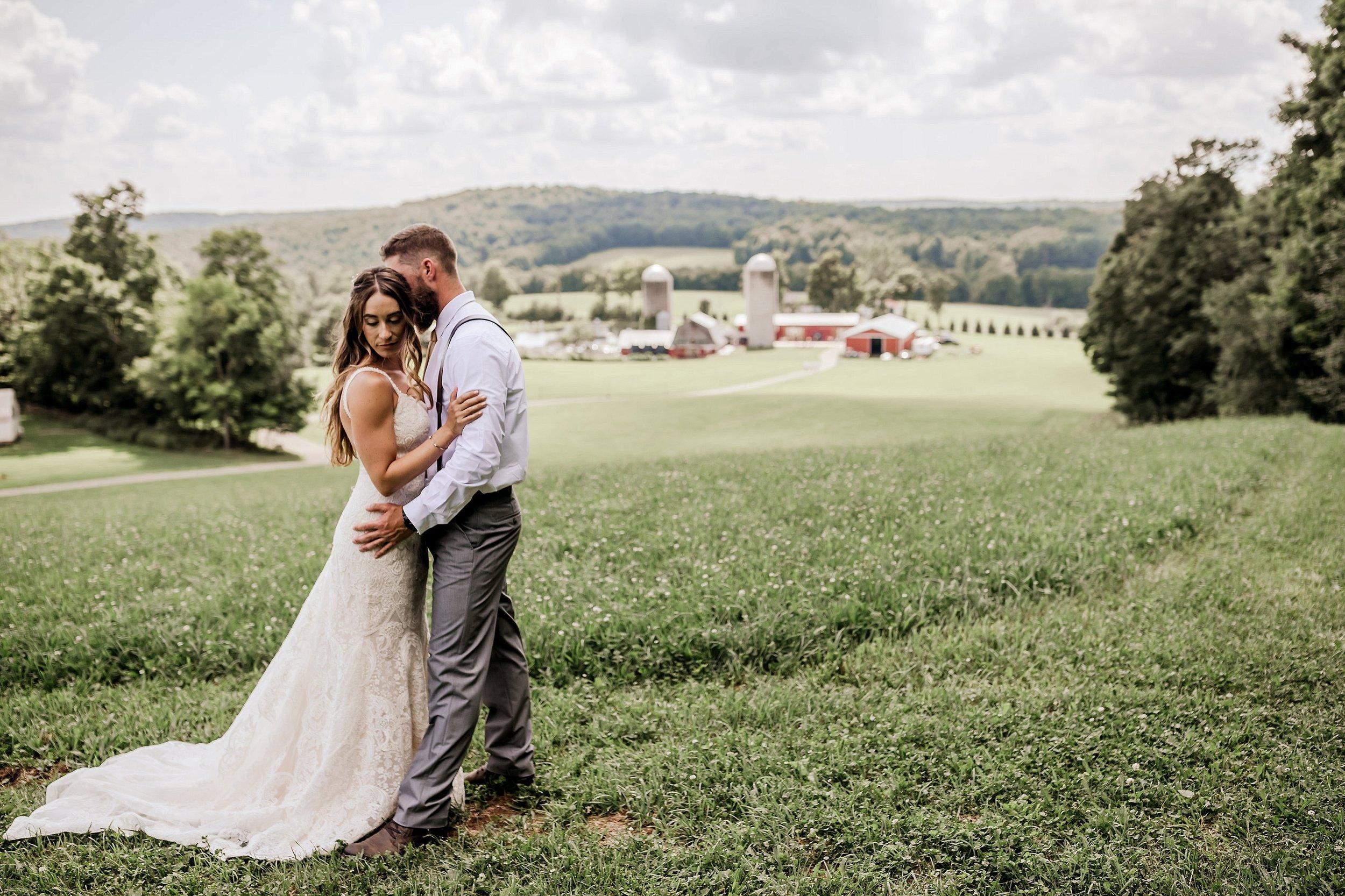 Gilbertsville-Farmhouse-Wedding-Photographer_0002.jpg