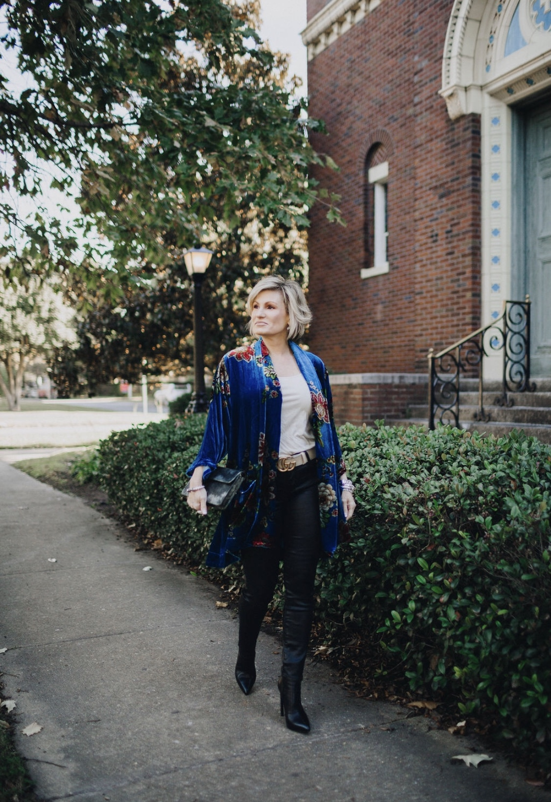 My favorite velvet kimono for the season. Click  here  or  here  to shop!