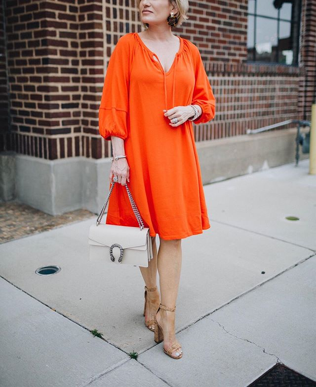 Orange combines the energy of red and the happiness of yellow. Perfect for a rainy day. 🧡  Shop this dress for less than $100:  21buttons.com/p/20115535 or link in bio. 🧡  Also don't forget to enter this week's #giveaway, a Naked Smokey eye palette and white acrylic hoop earrings. To enter simply follow one account @oysterstopearls and tag 2 friends. Winner announced June 15th 🎉🎉 #dress #ootd #summertime #summeroutfit #tunic #orangedress #fashion