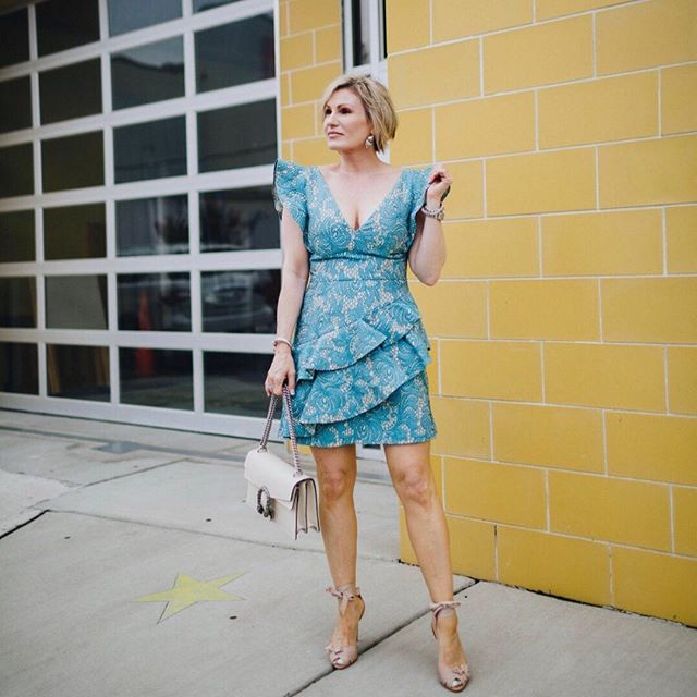 "Friday ready in this tiered #cocktaildress! 💛 New up on the blog ""Summer Kickoff,"" linking all of my favorite summer must-haves.  Be sure it check it out at www.oysterstopearls.com. 💛 Shop this look: link in bio or  21buttons.com/p/20155423."