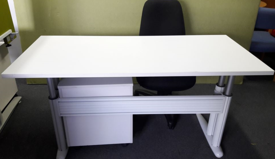 Reception Desk With Adjustable height