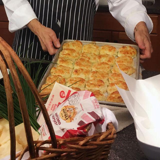 Cheddar + Jalepeno Buttermilk Biscuits - WCSH's 207August 16, 2017