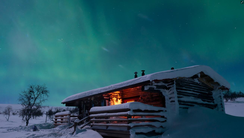 极地桑拿和极地游泳  尽管芬兰人十分了解如何在寒冷的环境中展开一些有趣的活动,但在他们心中,桑拿永远是处于任何事物都无可取代的地位。没有体验芬兰桑拿就不算来过芬兰!   60欧元