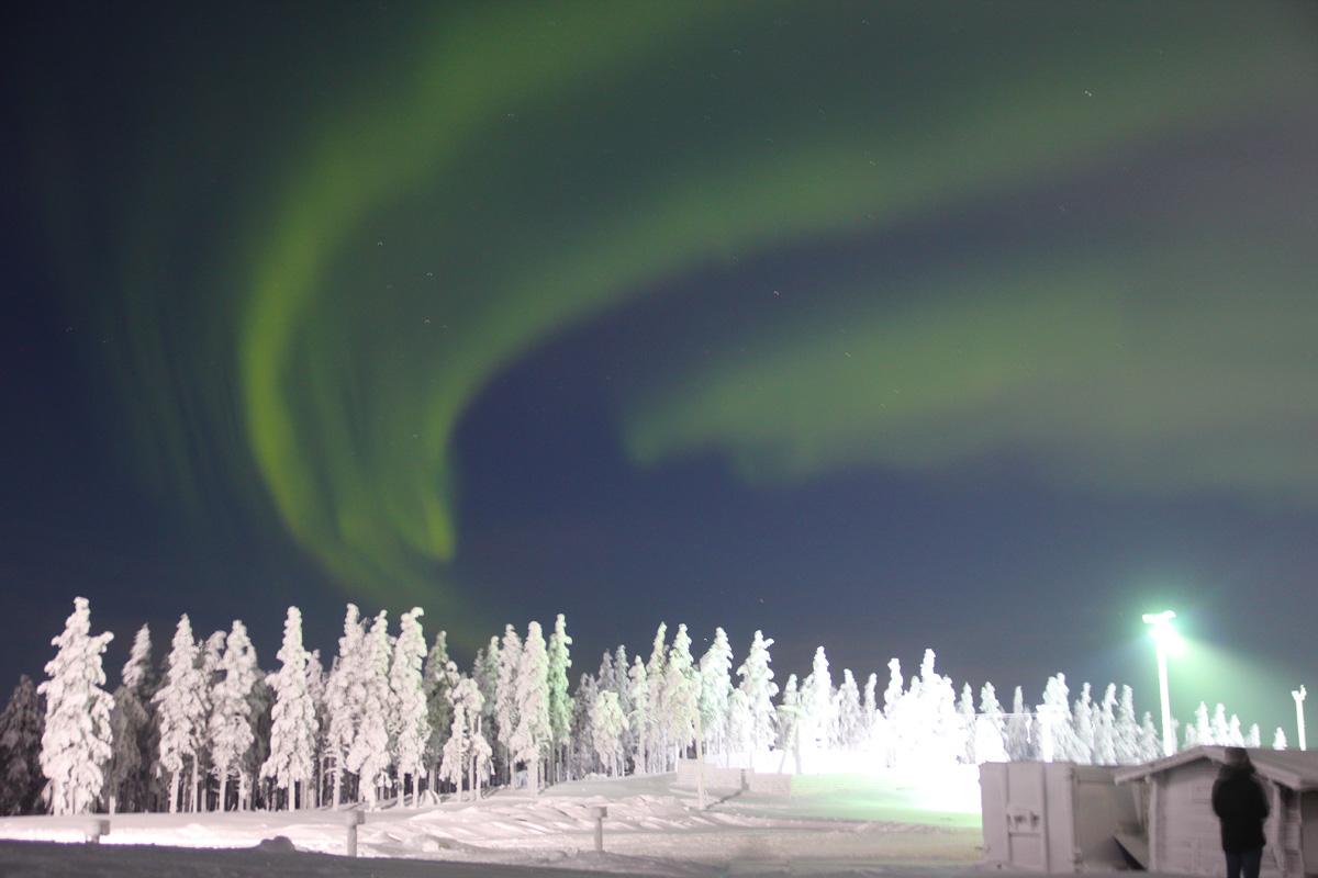 追寻极光 尊享版  对于很多人而言,亲眼目睹北极光时的那种震撼可谓是一生中难得的体验。在拉普兰北部,从9月至来年3月间,只要是晴朗的夜晚,几乎隔天就能遇见一次北极光。   阅读更多
