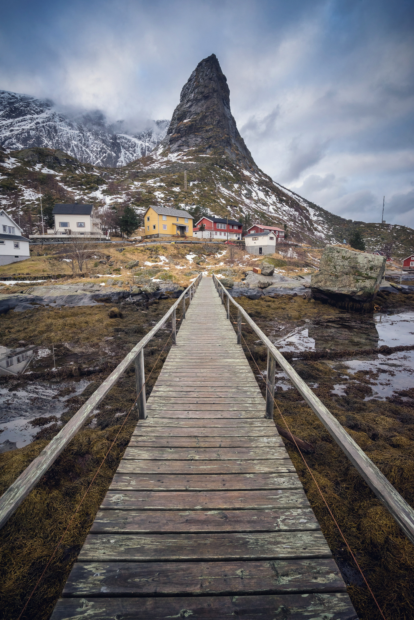 This little bridge in Reine is quite famous - for a good reason.