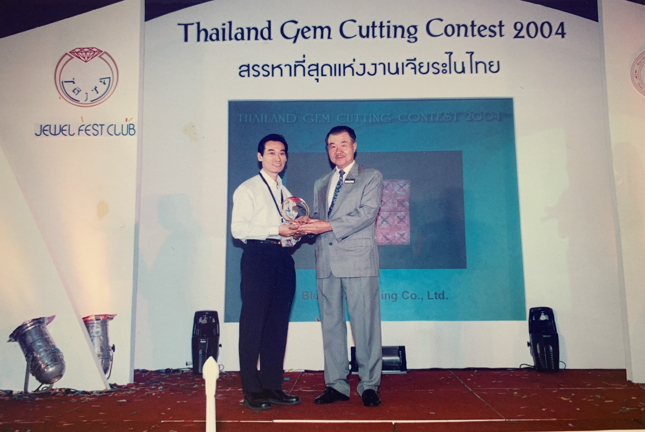 Mr. Bunlua Rungsakaolert (MD), was awarded with the 1st prize for princess cut 2.50mm at Thailand Gem Cutting Contest 2004.