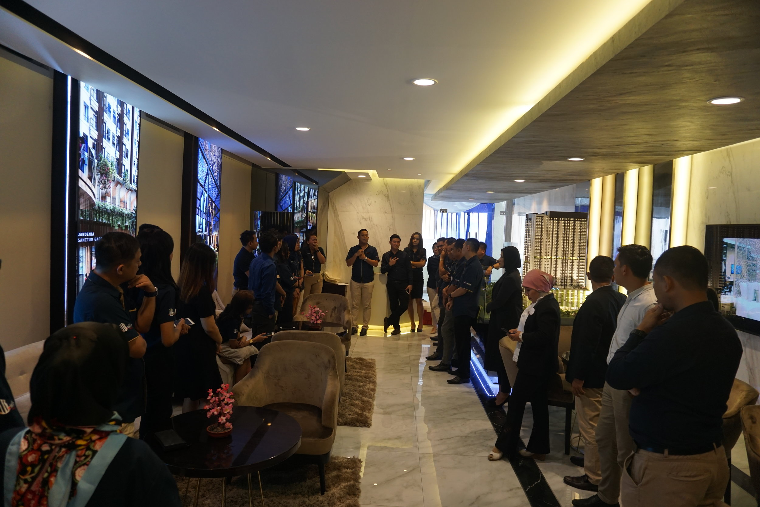 kesiapan tim marketing solterra place untuk menyambut tamu dan memperkenalkan smarthome system