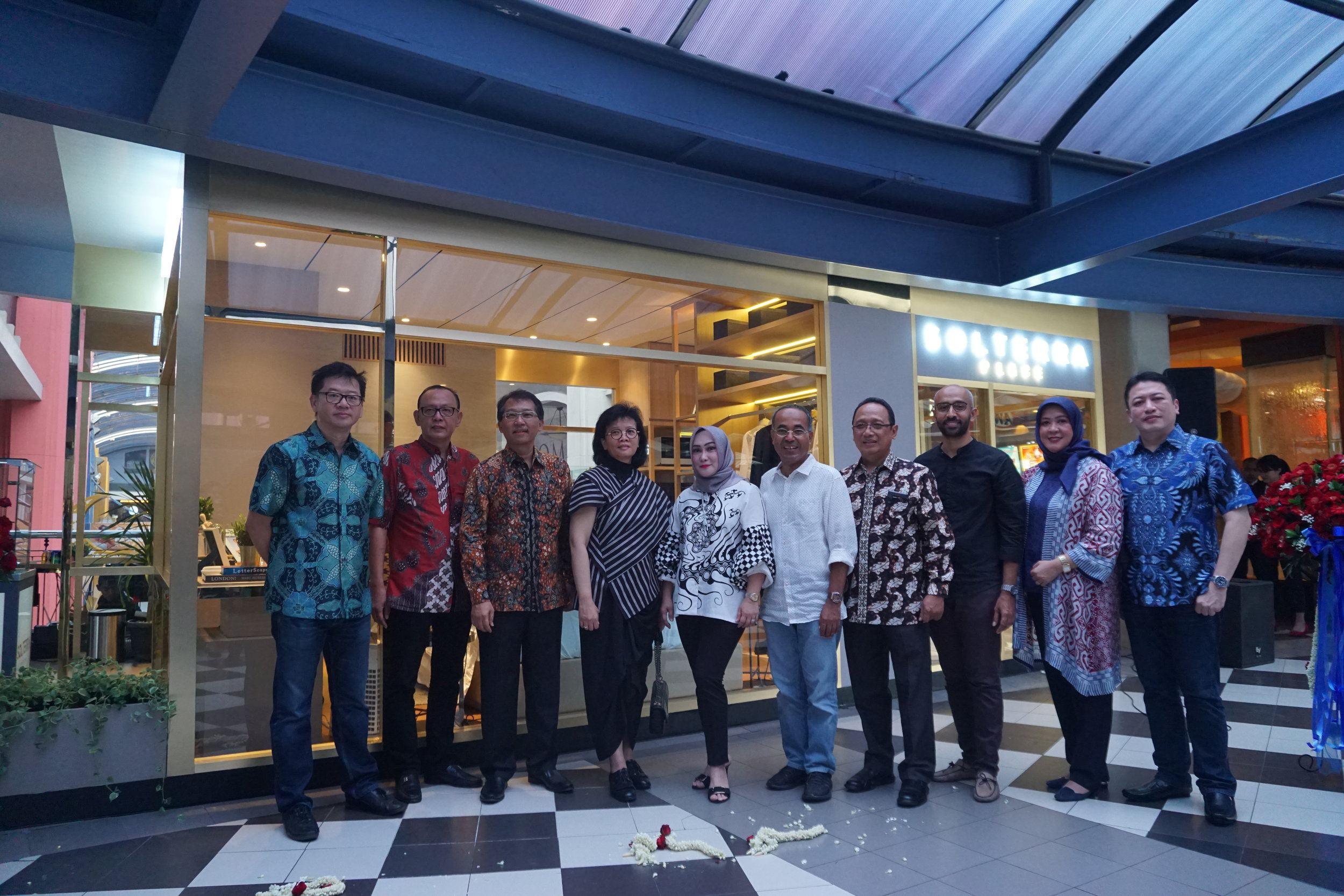 Cilandak Town Square menjadi pilihan tepat karena menjadi salah satu ruang publik yang ramai dikunjungi oleh berbagai kalangan. Sehingga sangat cocok membuka peluang besar bagi Solterra Place memperkenalkan show unit tower 2 Vasaka Suites secara luas kepada khalayak. Selain itu, show unit tower 2 Vasaka Suites ini dapat menciptakan daya tarik tersendiri di sela-sela salah satu pusat hiburan di Jakarta Selatan tersebut. Solterra Place sendiri merupakan proyek bergengsi yang dikembangkan oleh PT Waskita FIM Perkasa Realti. Setelah di tahun 2018 berhasil memasarkan tower 1 Vasaka Residence, yang terjual mencapai angka 90 persen hanya dalam kurun waktu 1 tahun membuat Solterra Place makin yakin bahwa peluncuran tower 2 Vasaka Suites pada pertengahan tahun 2019 akan diterima pasar dengan baik.  Melalui tagline Your Place, Your Life, Solterra Place dirancang ramah lingkungan dengan mengintegerasikan penghijauan dan gaya hidup kelas atas. Konsep Ruang Terbuka Hijau juga akan diwujudkan melalui Sanctum Garden, sebuah taman luas dan area bersantai yang sejuk dan rindang untuk para penghuninya. Momentum ini dimanfaatkan oleh perusahaan dalam menggebrak pasar properti nasional dengan memasarkan tower ke-2 dari Solterra Place, yaitu Vasaka Suites. Tipe show unit dari tower 2 Vasaka Suites yang dipamerkan kali ini mengusung konsep bergaya modern, young, dan luxurious. Menonjolkan Warna-warna lembut dan elegan seperti pastel, gold dan sedikit sentuhan abu-abu banyak digunakan sebagai akses utama interior. Joko Herwanto selaku Direktur Utama PT Waskita Fim Perkasa Realti, dalam siaran pers hari ini mengungkapkan,