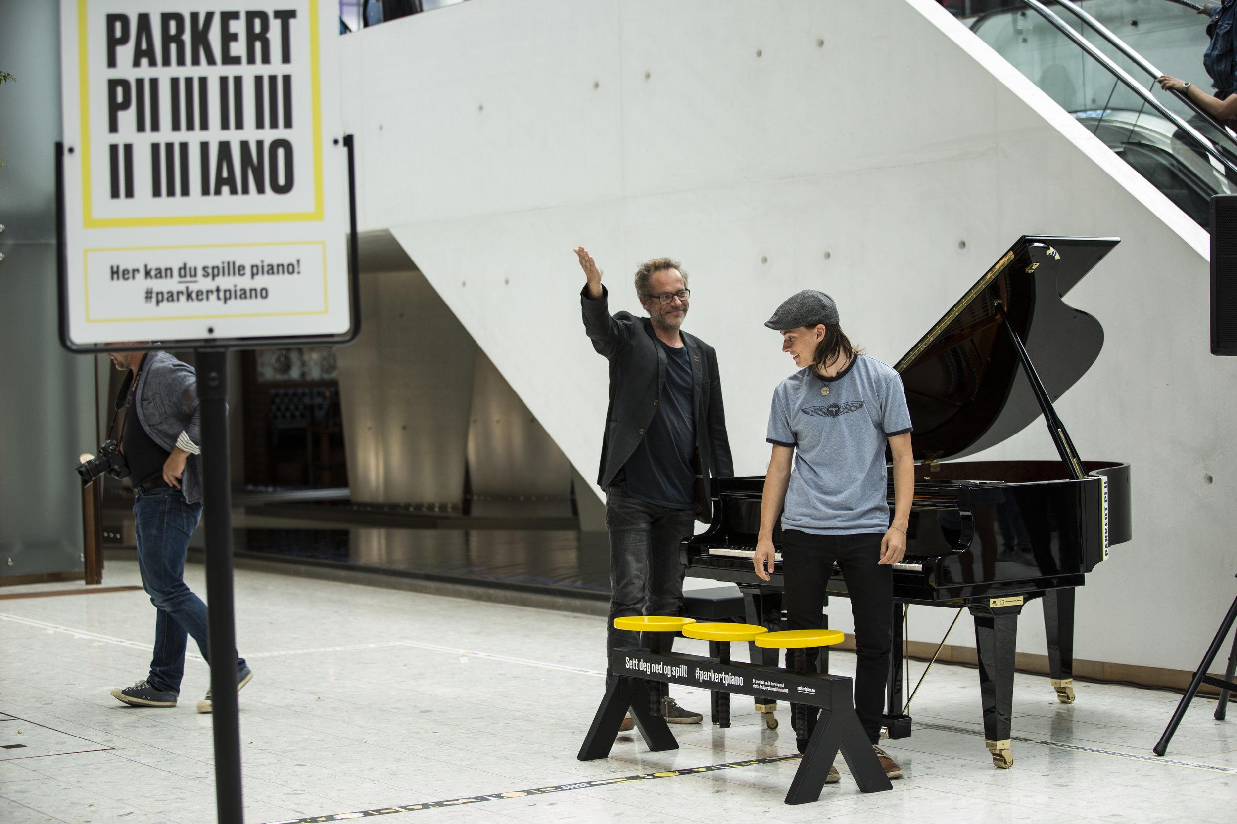 PARKERT PIANO - Pianoer i offentlige rom