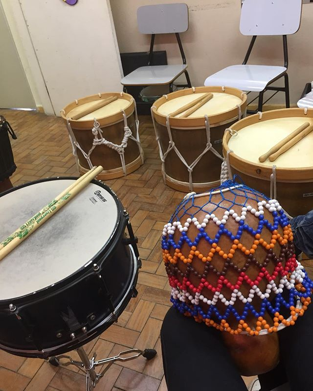 A big part of the exchange is to learn about new cultures, and music becomes automatically in focus when we talk about culture. Here is a picture from a percussion class where we were learning the Brazilian rhythm #Maracatú 🥁🎼🎶 #jmtakeover #MOVE #Brazil -Hannah, São José dos Campos