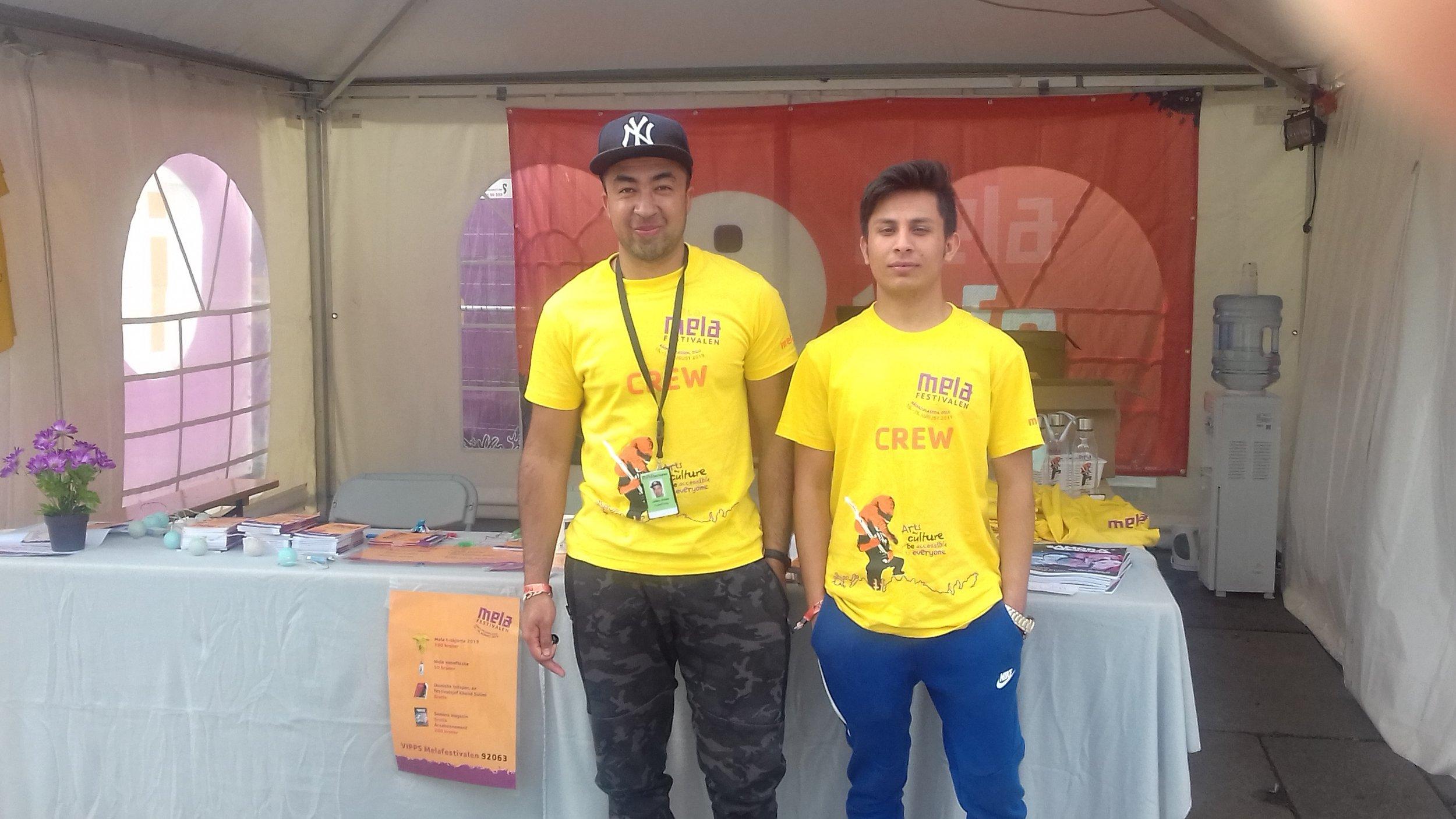 Abbas og Saeedulla 18.aug 2019 på mela festivalen står på informasjons stand.jpg