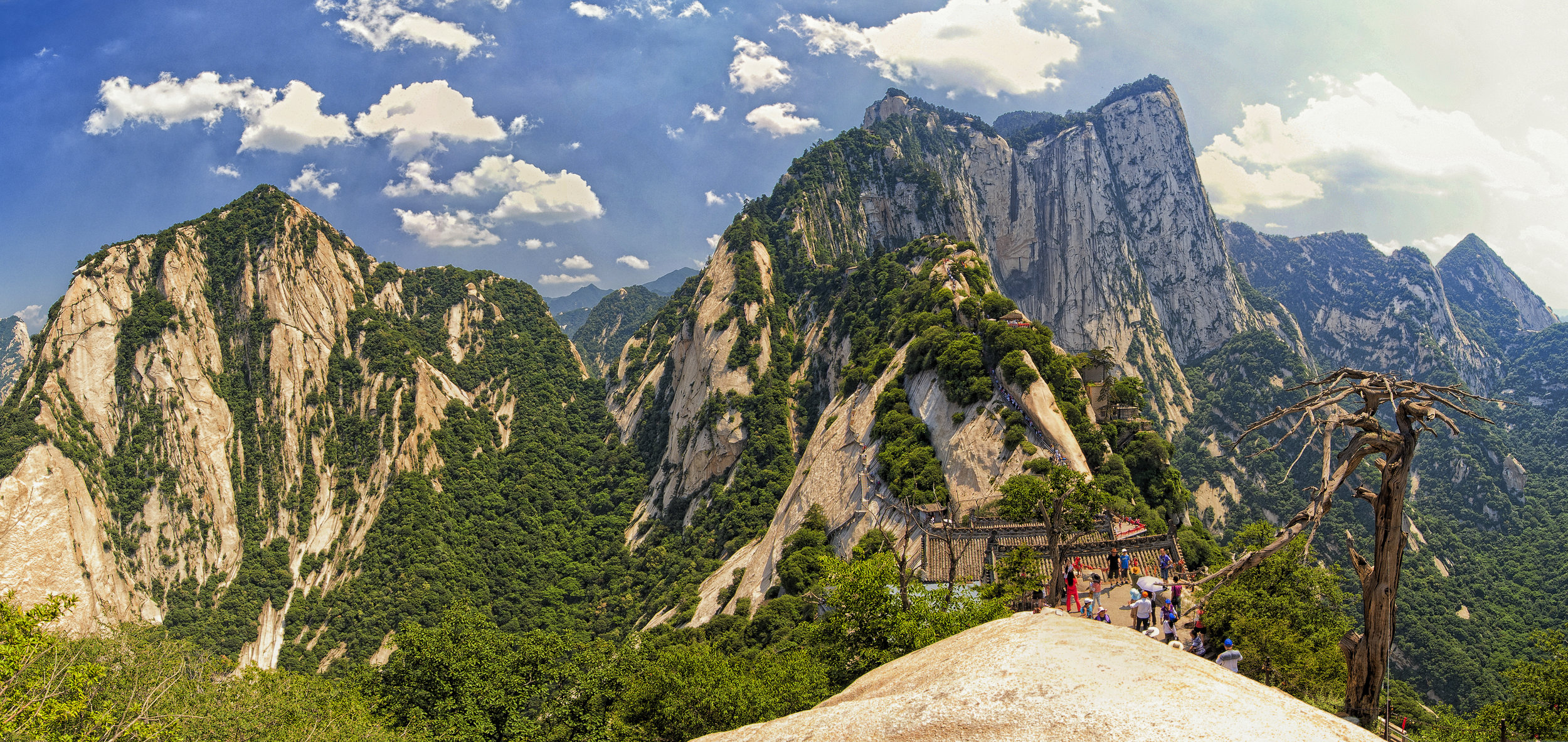 Mount Huashan, china by chensiyuan:wikicommoms.jpg