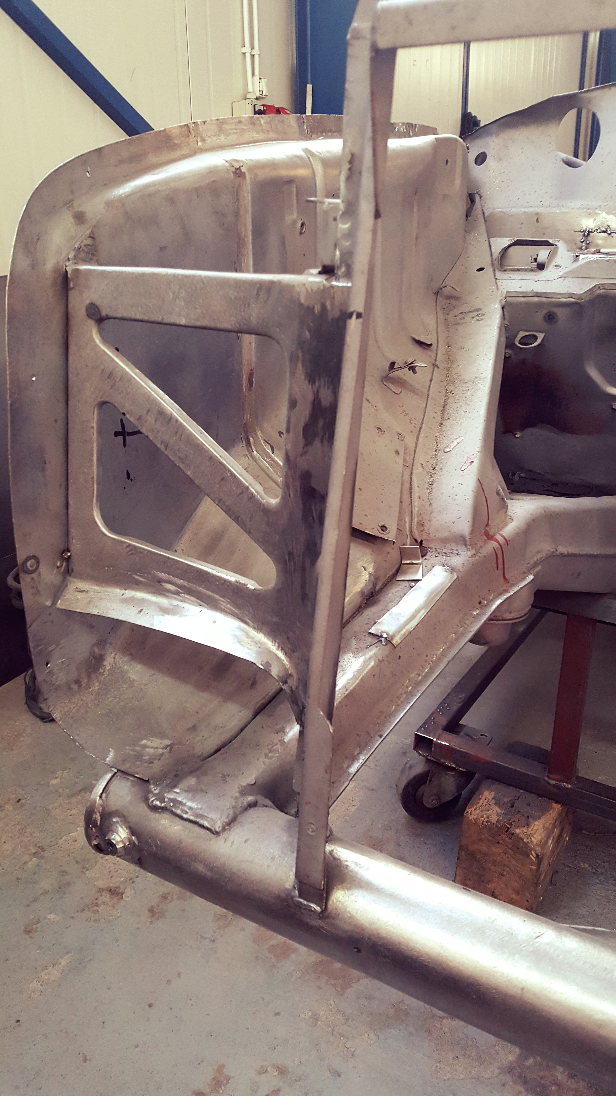 Front frame and metal sheets for a Mercedes Ponton Cabrio are crafted by our company