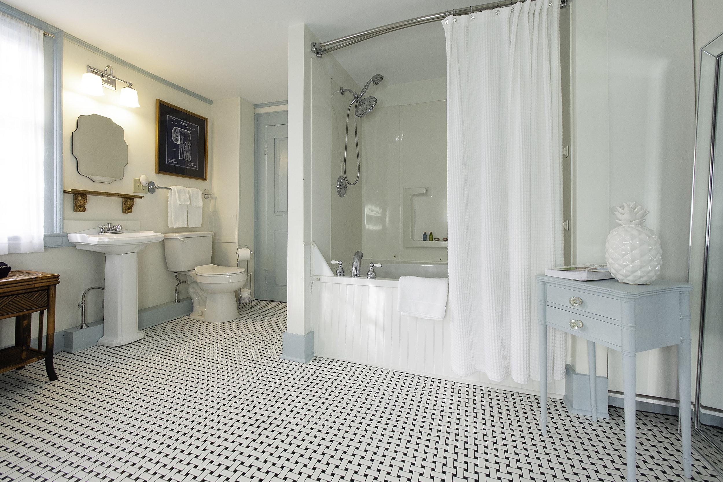 suite-bath.jpg