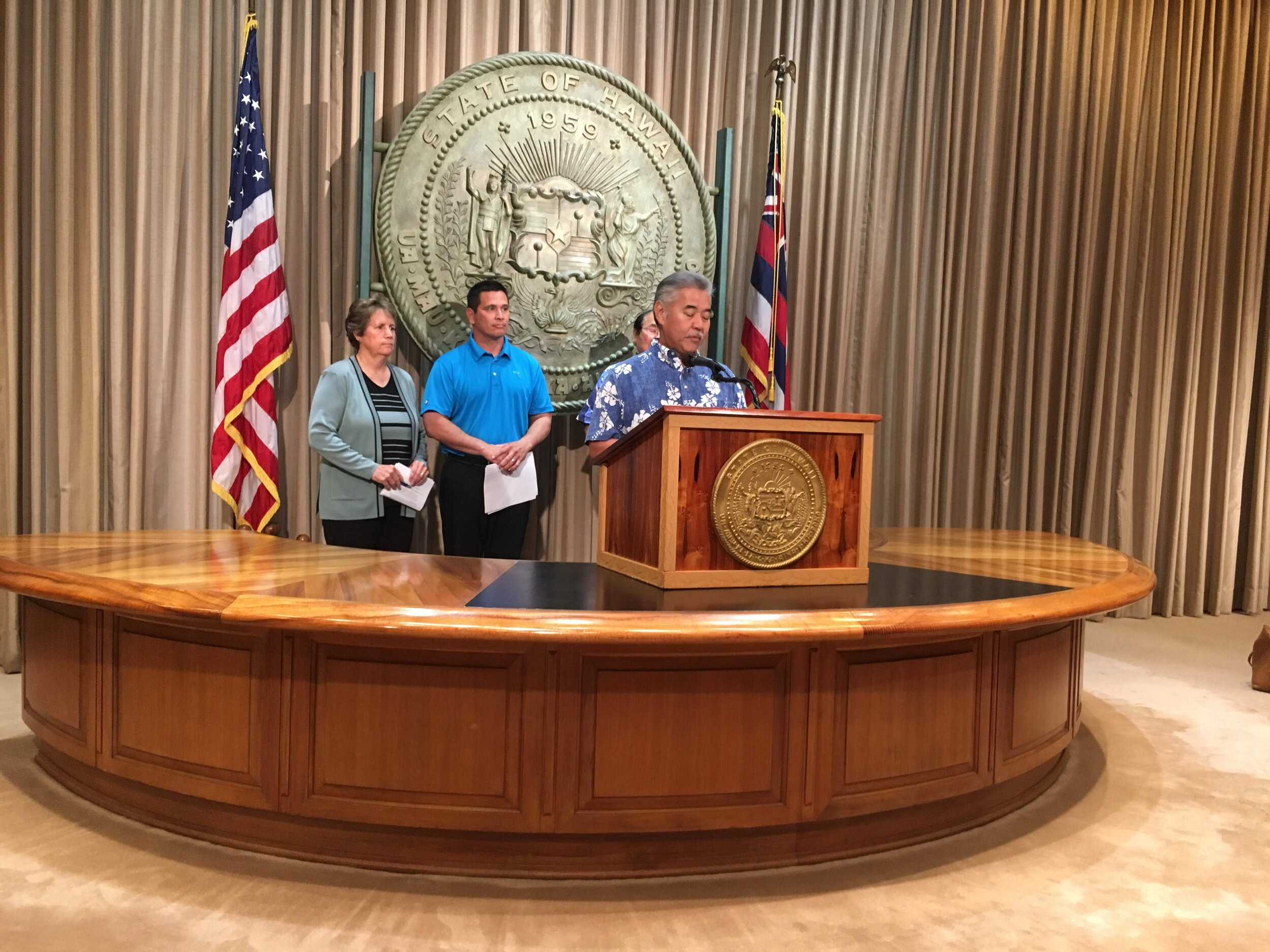 Governor David Ige discusses the TMT construction on Mauna Kea at the State Capitol. The move was backed by members of the State Department of Land and Natural Resources and the Department of Transportation. Photo by Amy Nakamura