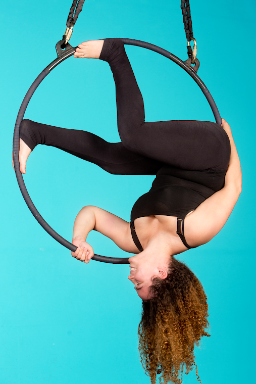 Aerotique Columbus provides aerial and circus classes for all ages and fitness levels, including aerial silks, trapeze, corde lisse, tumbling, hand-balancing, lyra, acro and other aerial and acrobatic programming -