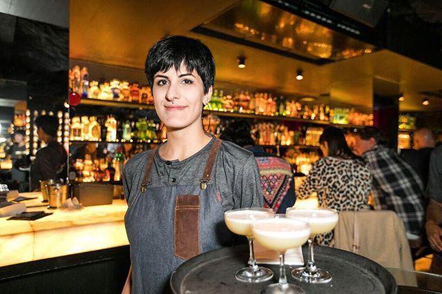 Lugar de mulher é onde ela quiser! Poderosa @livia_isoppo #SubAstor #Bartender #LugarDeMulher #LiviaIsoppo #Cocktails #TheFutureIsFemale #50BestBars #Worlds50BestBars