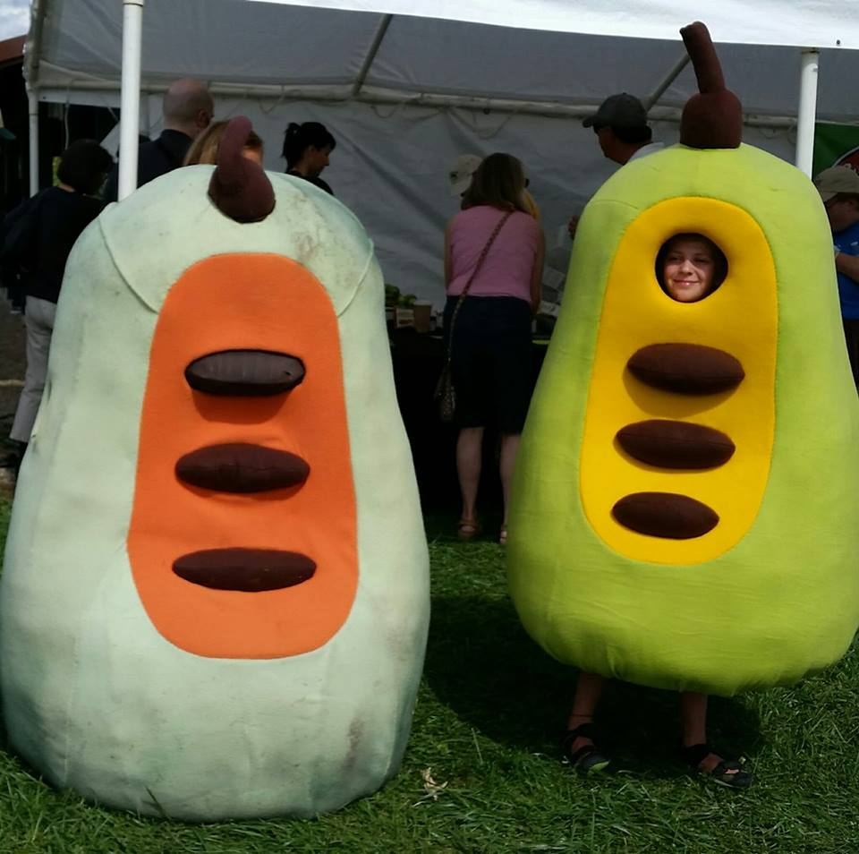 """People size pawpaws at the Ohio Pawpaw Festival"""