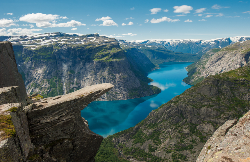 Trolltunga hiking