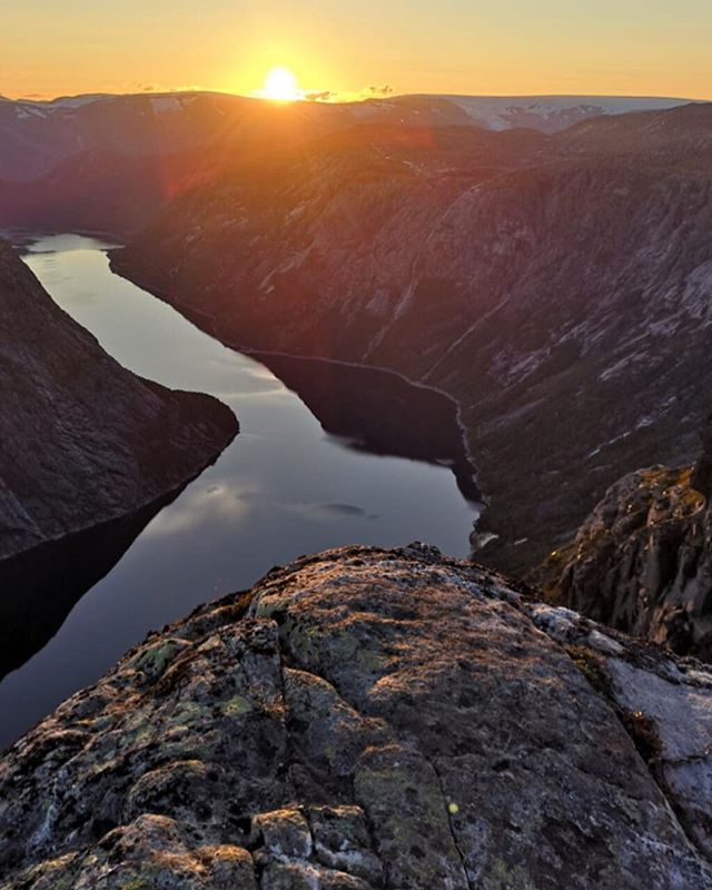 Enjoy Trolltunga almost alone & Sunset in the high #mountains of #norway with us on our guided overnight hike —  read more about our Trolltunga Classic Trek (link in bio). #1200masl #trolltunga #trek #norge #hardangervidda #nationalpark #trolltungaadventures #visitnorway