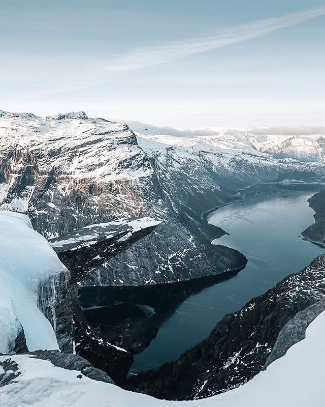 ❄Winter at Trolltunga❄  #Trolltunga #trolltungaadventures #visitnorway #norge #norway #fjordnorway #norvege #visithardangerfjord 📷@eivindbanan