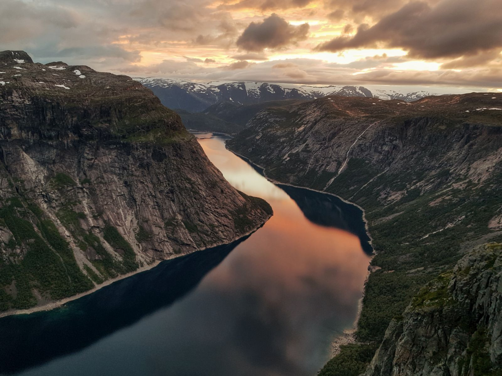 Trolltunga Sunset & sunrise tour